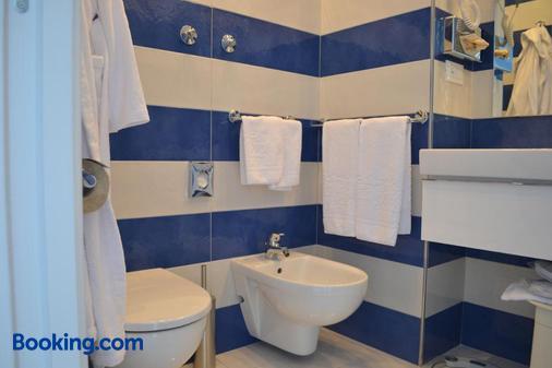 太陽神精品酒店 - 索倫托 - 索倫托 - 浴室