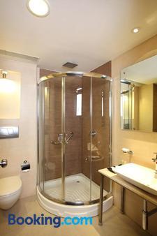 奧克塔夫套房雷希燈席路酒店 - 邦加羅爾 - 班加羅爾 - 浴室