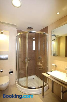 Octave Hotel & Spa - Sarjapur Road - Bengaluru - Bathroom