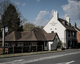 The Cromwell Arms - Romsey - Building