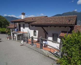 Residenza Viramonte - Casa Bianca - Gambarogno - Außenansicht