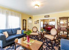 Shady Oaks Country Inn - Saint Helena - Wohnzimmer