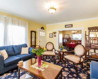 Shady Oaks Country Inn - Saint Helena - Living room