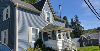 23Maple - Haliburton - Building