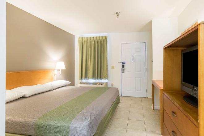 Studio 6 Statesboro - Statesboro - Bedroom