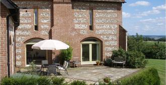 Lodge Farmhouse Bed & Breakfast - Salisbury - Patio