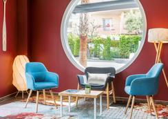 安提伯萊維拉貝斯特韋斯特優質酒店 - 安提伯 - 大廳