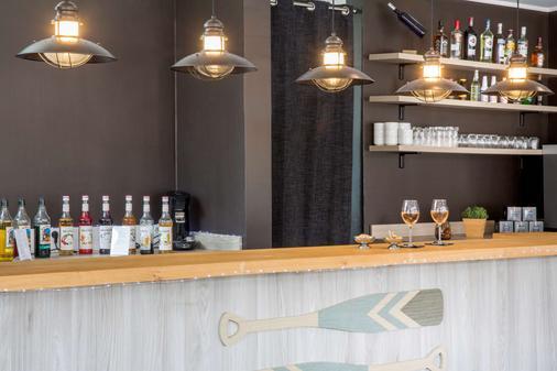 安提伯萊維拉貝斯特韋斯特優質酒店 - 安提伯 - 酒吧