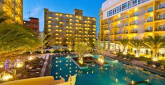 Grand Bella Hotel - Pattaya - Pool