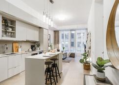 Sarkar Suites - Peter Street - Toronto