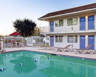 Motel 6 Portland East Troutdale - Troutdale - Pool