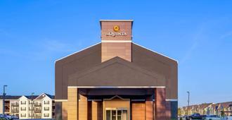 La Quinta Inn & Suites by Wyndham Columbus West - Hilliard - Columbus - Toà nhà