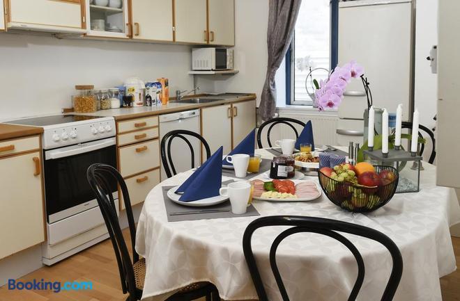 Dadas Bed & Breakfast - Store Heddinge - Dining room