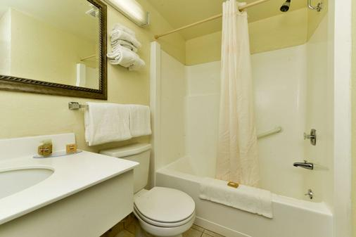 Quality Inn - Havre - Bathroom