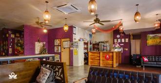The Explorers Guesthouse and Hostel - Kuala Lumpur - Rezeption
