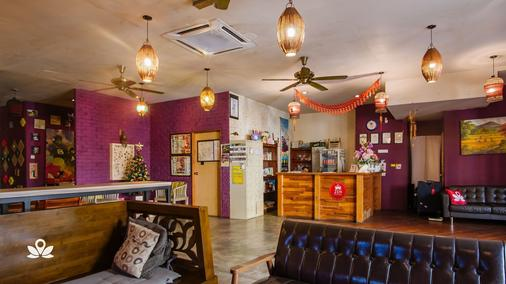 The Explorers Guesthouse and Hostel - Kuala Lumpur - Front desk