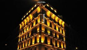 Hotel Romanico Palace - Rome - Building