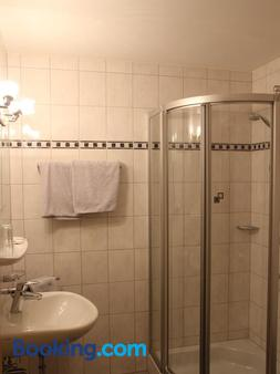 Schwarzer Adler - Memmingen - Bathroom