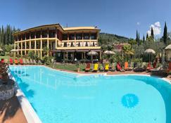 Villa Madrina - Garda - Πισίνα
