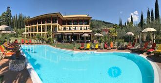 Villa Madrina Lovely and Dynamic Hotel - גארדה - בריכה