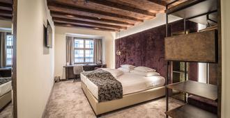 Best Western PLUS Hotel Goldener Adler - אינזברוק - חדר שינה