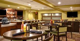 Holiday Inn Cincinnati-Riverfront - Covington - Bar