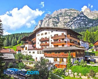 Hotel Dolomiti - Badia/Abtei - Building