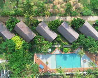 Blue Whale beach boutique Resort - Kalpitiya - Басейн