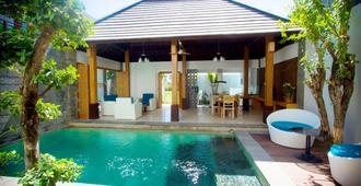 Apple Villa and Apartment - North Kuta - Pool