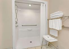 Microtel Inn & Suites by Wyndham Florence/Cincinnati Airport - Florence - Phòng tắm