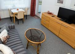 This Comfortable Apartment In Westerland On Sylt Is Waiting For You! - Sylt - Olohuone
