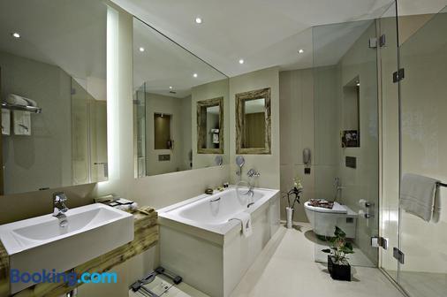 Meluha - The Fern - Mumbai - Bathroom