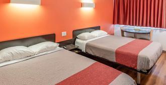 Motel 6 Kamloops, BC - Kamloops - Bedroom