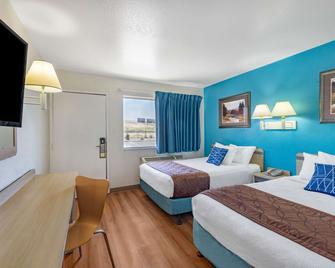 Travelodge by Wyndham Miles City - Miles City - Спальня