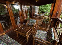 Roatan Bed & Breakfast Apartments - West End - Patio