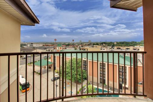 Drury Inn & Suites San Antonio Northwest Medical Center - San Antonio - Parveke