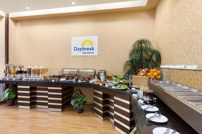 Days Hotel by Wyndham Baku - Μπακού - Μπουφές