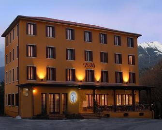 Albergo Ristorante Flora - Vittorio Veneto - Gebäude