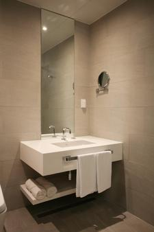 Polaris Hotel - Bucheon - Bathroom