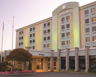 DoubleTree by Hilton Pittsburgh Airport - Moon - Building