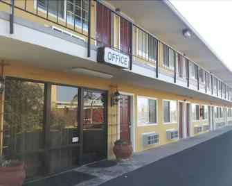 Lotus of Lompoc - A Great Hospitality Inn - Lompoc - Building