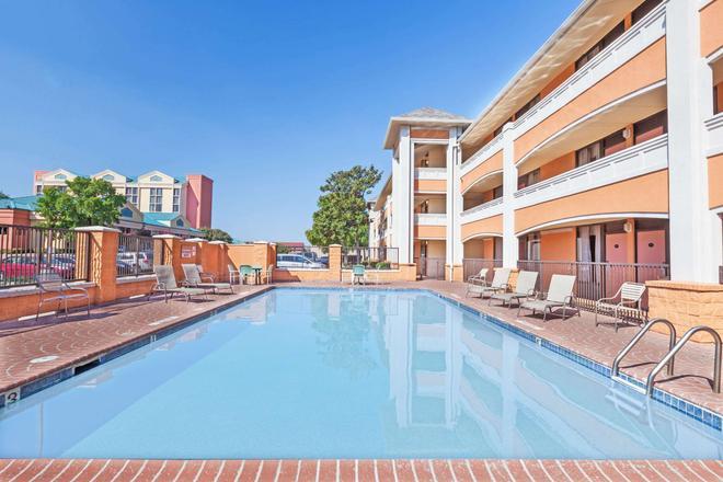 歐文格雷普韋恩沃思堡機場北戴斯酒店 - 厄文 - 歐文 - 游泳池