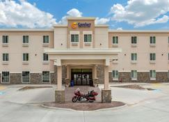 Comfort Inn and Suites Near Mt. Rushmore - Hill City - Building