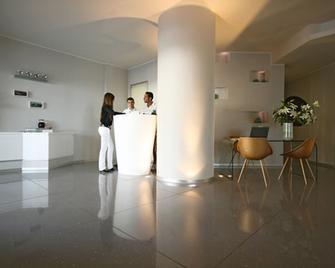 Blu Suite Hotel - Белларія-Іджеа-Марина - Lobby