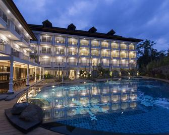 Plataran Heritage Borobudur Hotel - Borobudur - Zwembad