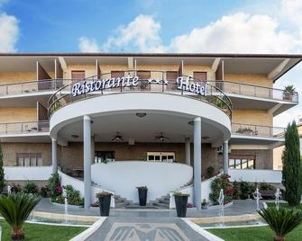 Aquila Hotel - Orte - Building