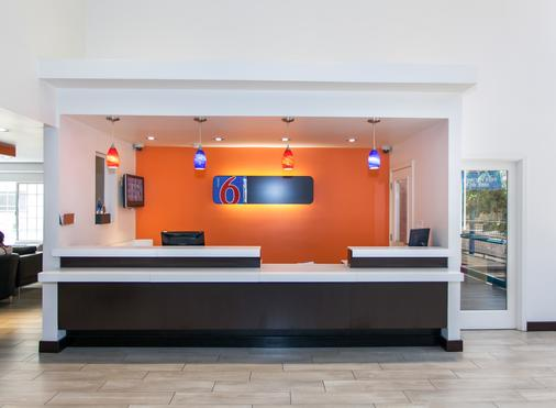 Motel 6 Los Angeles - Hollywood - Los Angeles - Front desk