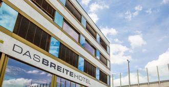 Dasbreitehotel - Basel - Building