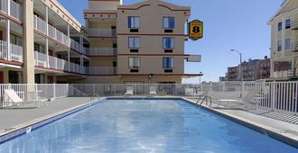 Super 8 by Wyndham Atlantic City - Atlantic City - Pool