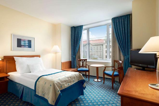 Ramada by Wyndham Prague City Centre - Prague - Bedroom